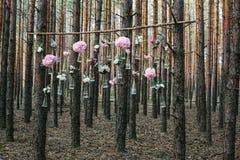 Poślubiający kwiat dekoraci łuk w lesie pomysł ślubna kwiat dekoracja zdjęcie stock