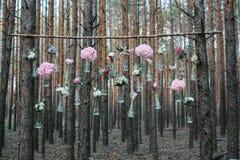 Poślubiający kwiat dekoraci łuk w lesie pomysł ślubna kwiat dekoracja obrazy royalty free