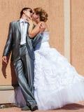 Poślubiający, nieformalna część młoda para. Zdjęcie Royalty Free