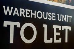 Pośrednik w handlu nieruchomościami magazynowe i biurowe przemysłowe jednostki pozwalać znaka zdjęcie stock