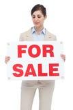 Pośrednik w handlu nieruchomościami mienie dla sprzedaż znaka Obrazy Stock