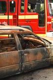 Pożarnicza oferta przy samochodowym ogieniem i zdjęcie royalty free