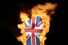 Pożarnicza pięść z flaga państowowa zlany królestwo zdjęcie royalty free