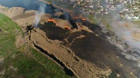 Pożarnicze płochy na rzece Powietrzna ankieta zdjęcie wideo