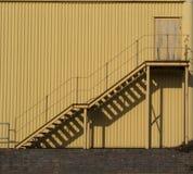 Pożarniczego drzwi i ucieczki kolor żółty fotografia royalty free