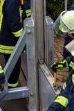 Pożarniczego działu builts zalewają bariery wzdłuż Rhine w Nie Zdjęcie Stock