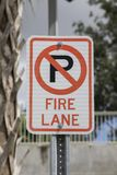 Pożarniczego pasa ruchu parking znak zdjęcie stock