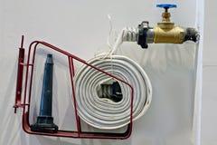 Pożarniczego węża elastycznego kołyska, nieatutowy płaski pożarniczy wąż elastyczny, zbawczy equipments obraz royalty free