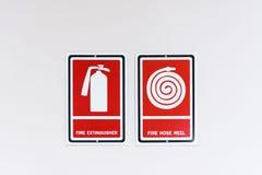 Pożarniczego węża elastycznego rolki znak na biel ścianie Tajlandia Obrazy Royalty Free