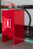 Pożarniczy gasidło w metalu stojaku w biurze fotografia stock