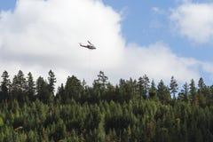 Pożarniczy helikopter obraz stock
