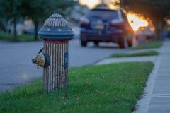 Pożarniczy hydrant Jest ubranym flaga amerykańską obraz royalty free