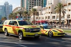 Pożarniczy i Ratowniczy samochody Parada świętuje święto państwowe Zjednoczone Emiraty Arabskie obraz stock