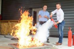 Pożarniczy musztruje wewnątrz budować zdjęcie royalty free