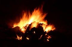 Pożarniczy płomień przy nocy zakończeniem up Obraz Royalty Free