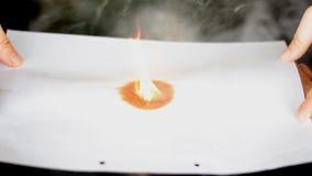 Pożarniczy płonący biały papier zbiory