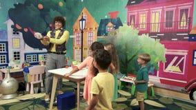 Pożarniczy przedstawienie dla dzieciaków na przyjęciu urodzinowym zbiory