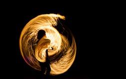 Pożarniczy przedstawienie przy nocą na Phi Phi wyspie, fotografia stock
