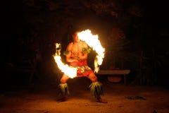 Pożarniczy przedstawienie w sławnej Hina jamie, zamazany ruch, Oholei plaża, tona Fotografia Stock
