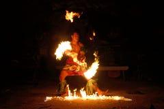 Pożarniczy przedstawienie w sławnej Hina jamie, zamazany ruch, Oholei plaża, tona Fotografia Royalty Free