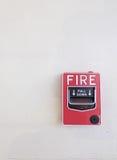 Pożarniczy przerwy szkło na cementowym ściennym tle Fotografia Stock