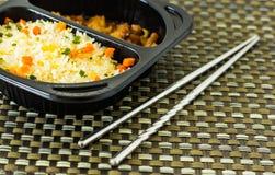 Pożarniczy ryż z chopsticks Fotografia Royalty Free