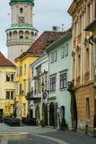 Pożarniczy wierza na kwadracie historyczny miasto w Węgry fotografia stock