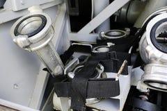 Pożarniczy wodny poborca i pożarniczy adaptatory lokalizować w montażach w pożarniczym pojazdu przedziale Adaptatoru przyrząd dla obraz royalty free