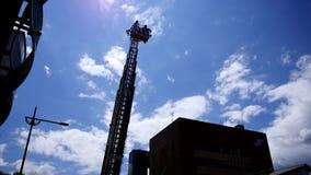 Pożarniczy wojownik, pożarniczy silnik & jednostka straży pożarnej w stażowej akci, zdjęcie wideo