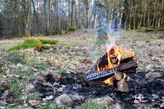 Pożarniczy zakaz może zabraniać ogniska w lesie zdjęcia stock