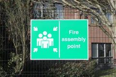 Pożarniczy zgromadzenie punktu znak przy biurową miejsce pracy fabryką dla zbawczej ochrony pracownicy zaludnia pracowników obraz stock