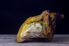 Połówka kurczak, piec w piekarniku z czarnymi oliwkami w oleju, Christm Obrazy Royalty Free