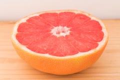 Połówka organicznie grapefruitowy Fotografia Royalty Free