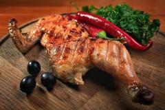 Połówka piec na grillu kurczaka Obrazy Stock