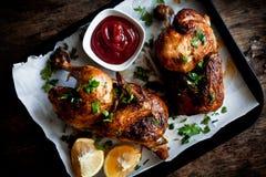 Połówki piec kurczak z ziele i ketchupem Zdjęcie Stock