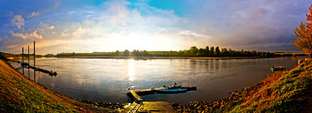 po ηλιοβασίλεμα ποταμών Στοκ Εικόνα