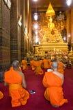 po μοναχών της Μπανγκόκ thailandia επί&kapp Στοκ Εικόνες