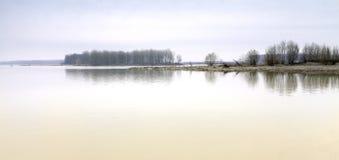 Po πανόραμα ακτών ποταμών, wintertime Εικόνα χρώματος Στοκ φωτογραφίες με δικαίωμα ελεύθερης χρήσης