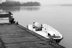 Po ποταμός, moorage βαρκών στο wintertime Γραπτή φωτογραφία του Πεκίνου, Κίνα Στοκ εικόνα με δικαίωμα ελεύθερης χρήσης