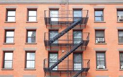 Pożarniczej ucieczki drabiny, ceglany dom w Nowy Jork Zdjęcie Stock