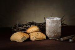 Pão e vinho na tabela Fotos de Stock