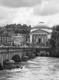 PO faisant rage à Turin photos libres de droits