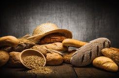 Pão fresco e trigo Imagens de Stock Royalty Free