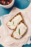 pão grelhado com queijo spreadable Foto de Stock Royalty Free