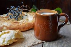 Pão & leite Fotografia de Stock Royalty Free
