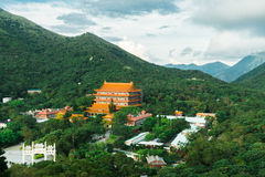 Po Lin μοναστήρι στο οροπέδιο μεταλλικού θόρυβου Ngong, νησί Lantau, Hong Στοκ Φωτογραφία