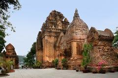 Po Nagar Cham πύργοι κοντά σε σύγχρονο Nha Trang, Βιετνάμ Στοκ Φωτογραφία