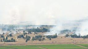 Po ogienia artyleryjskiego w Syrii Al Qunaytirah na wzgórze golan Zdjęcia Stock