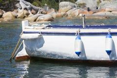 Połowu trawler zakotwicza w schronieniu Fotografia Stock