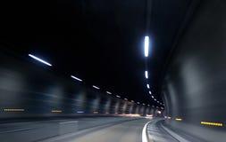 Pośpieszny szybki ruch w ciemnym tunelu Obrazy Royalty Free